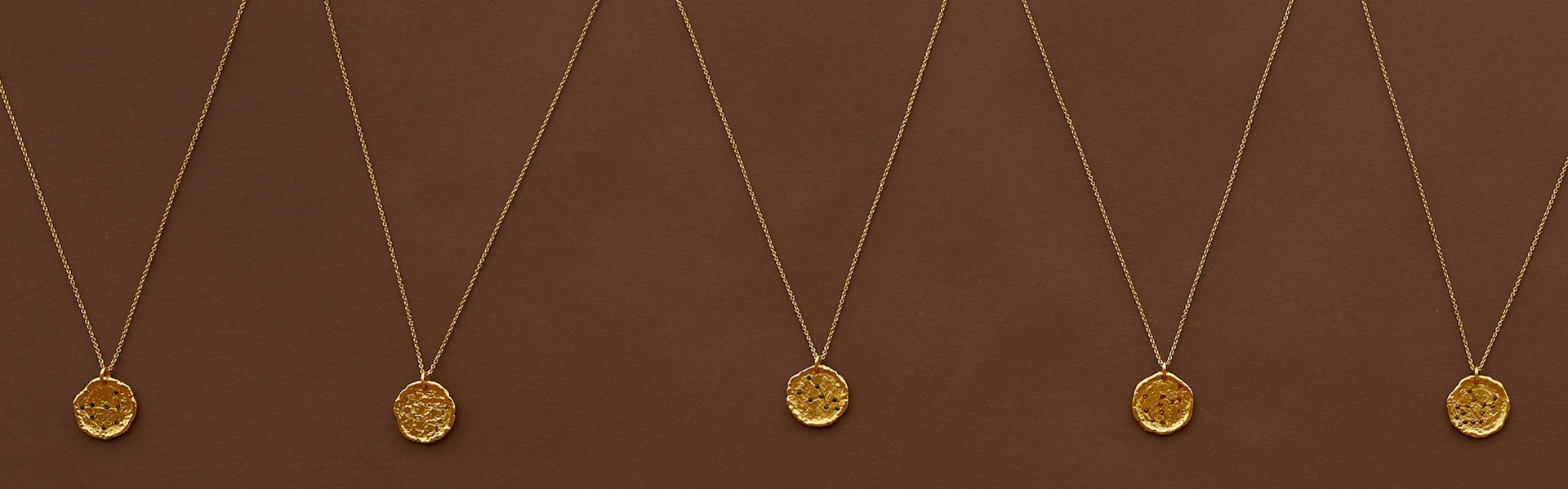 Ова лето носиме ланчиња со хороскопски знаци од Манго!