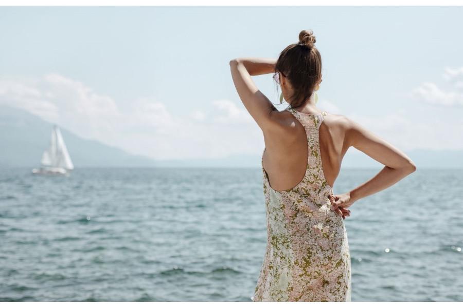 Каролина Гочева и охридското крајбрежје во совршена хармонија